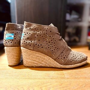TOMS Lace Up Wedges - Taupe